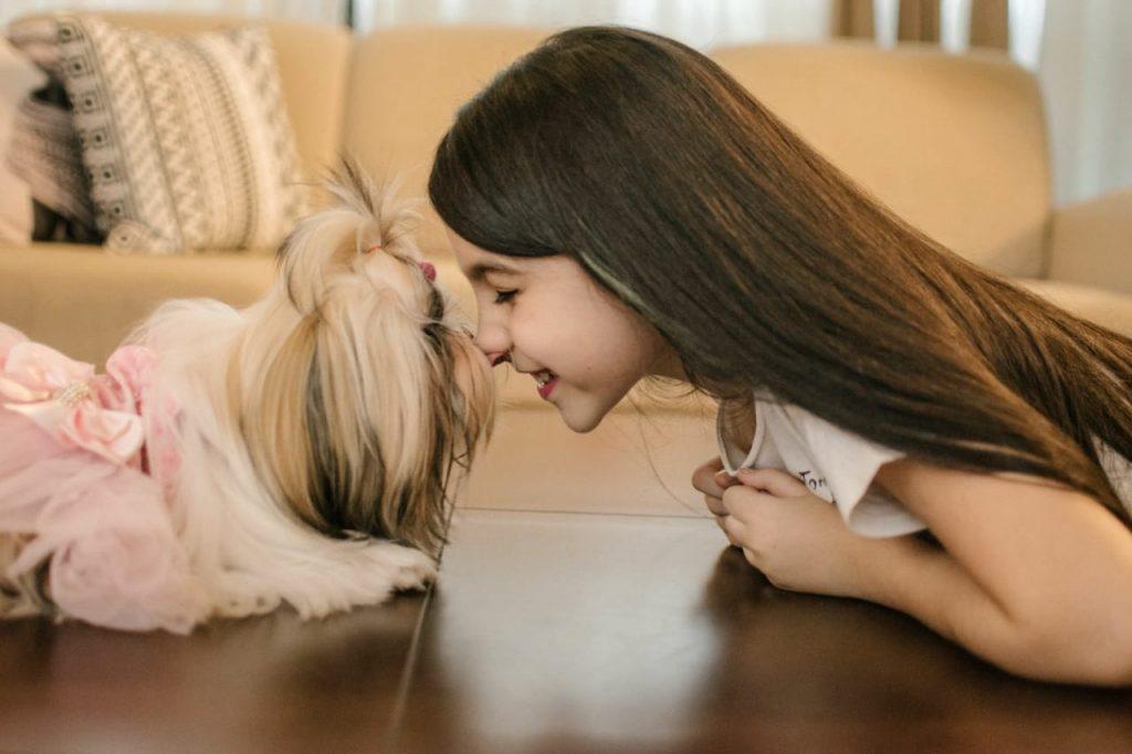 benefícios do cachorro para criança.